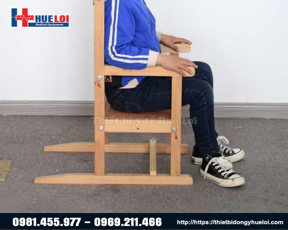 thiết bị hỗ trợ trẻ bại não tập ngồi