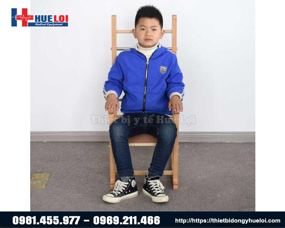 thiết bị giupd trẻ bại não chỉnh dáng ngồi