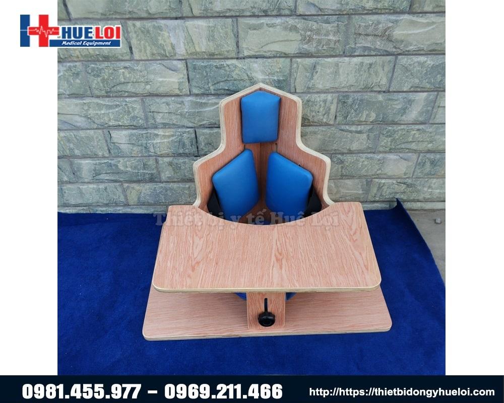 ghế ngồi giúp trẻ bại não chỉnh dáng