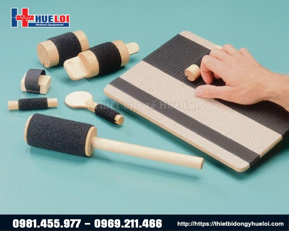 sử dụng hộp phục hồi chức năng cổ tay