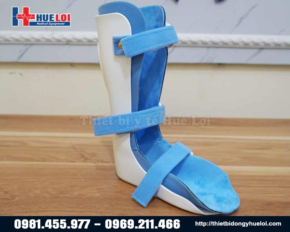 dụng cụ nẹp hỗ trợ chân cho trẻ bại não