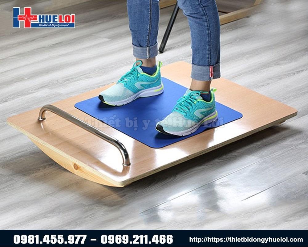 thiết bị giúp người bệnh tập thăng bằng
